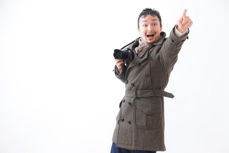 カメラを持つ男性が指示を出している様子