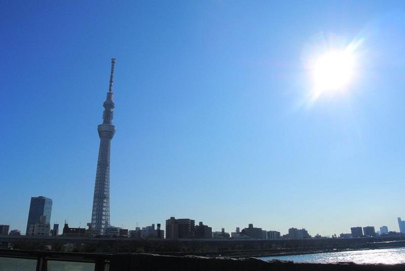 晴天の日に撮影したタワーの写真
