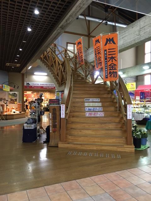 道の駅みきの2階への階段