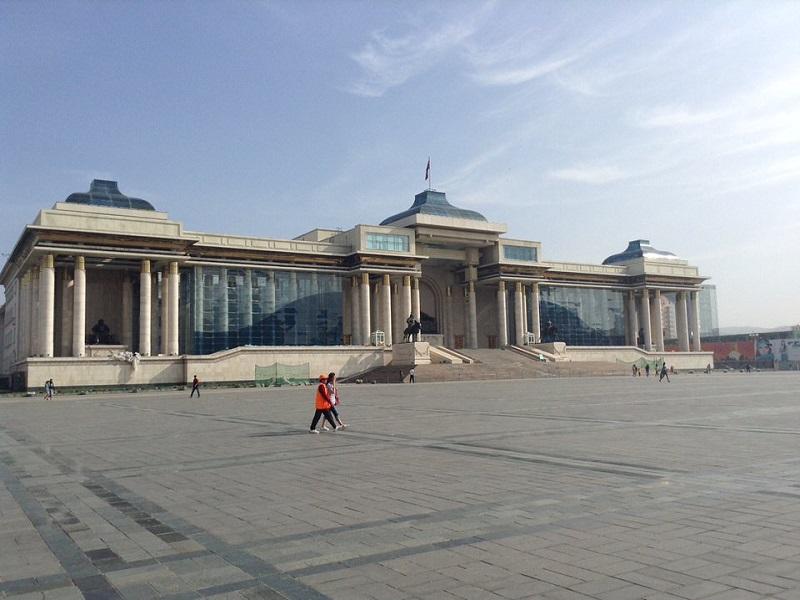 スフバータル広場