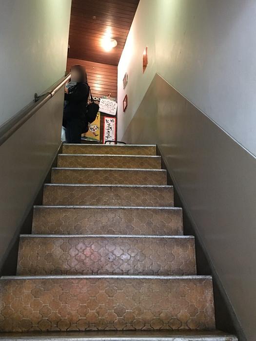 喫茶いずみ階段