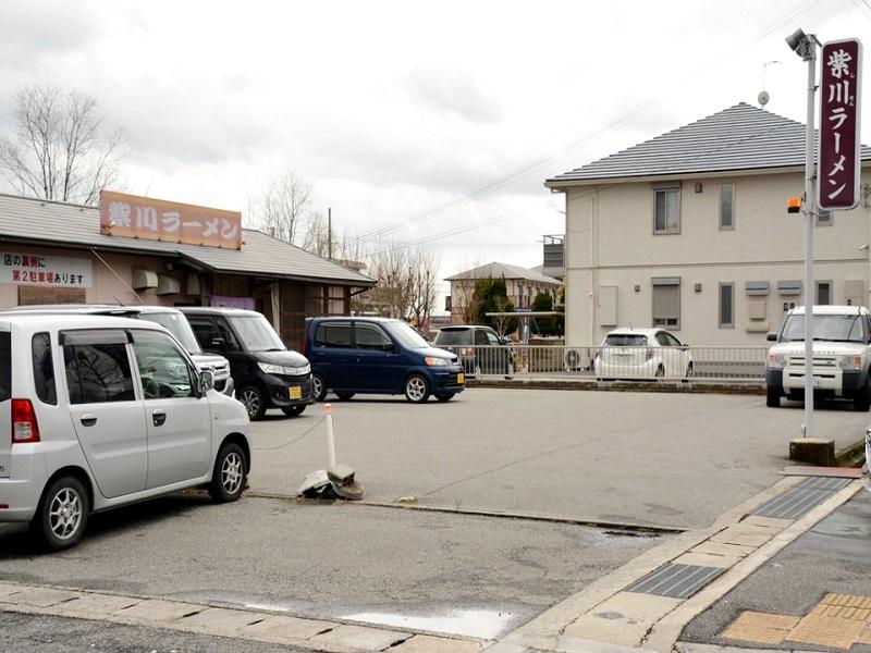 紫川ラーメンのお店の前の駐車場