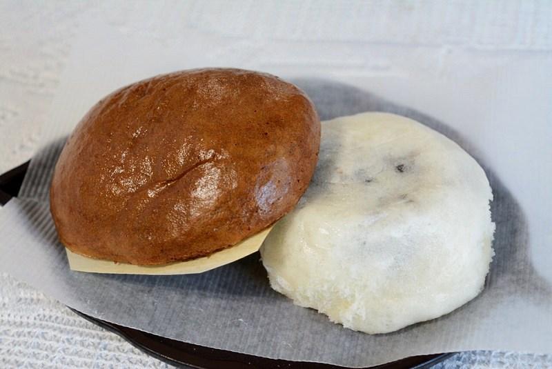 やぶれ饅頭と黒糖饅頭