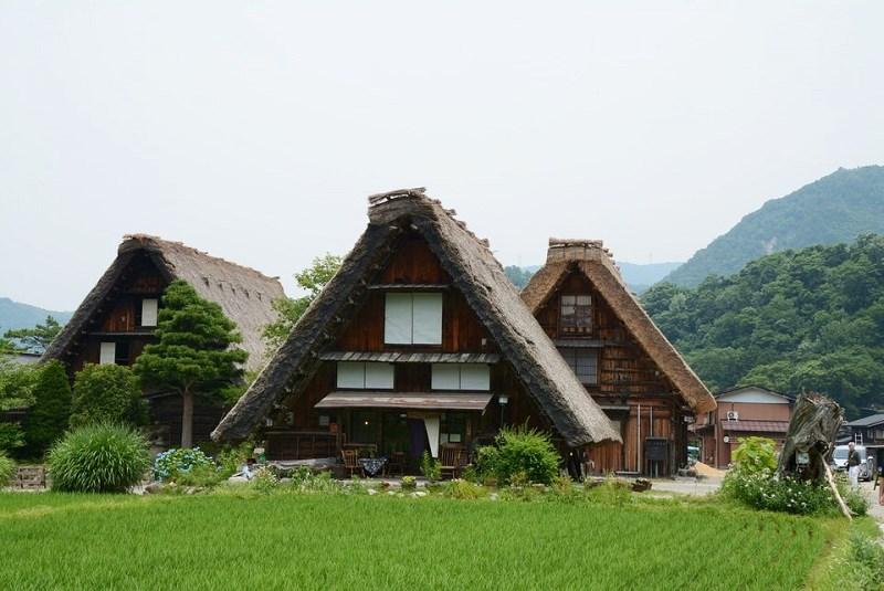 白川郷 白川郷近辺の合掌造りの家
