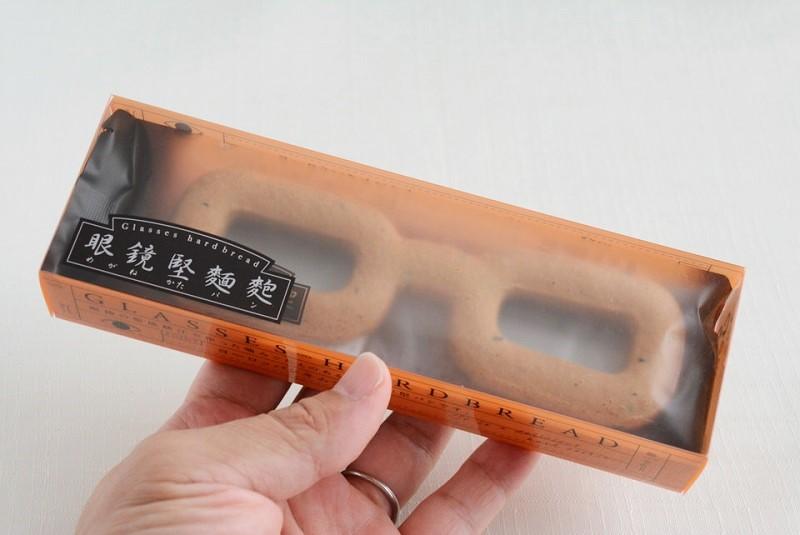 眼鏡堅麵麭(めがねかたパン) 外装のサイズ感