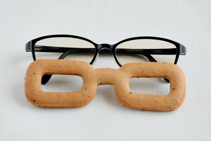眼鏡堅麵麭(めがねかたパン) と実物眼鏡
