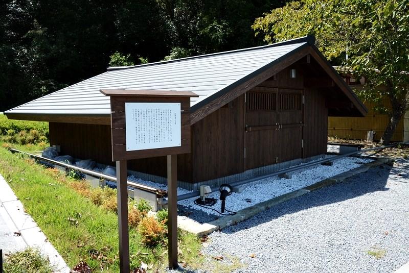 鍬渓温泉の源泉(井戸)がある小屋