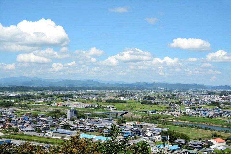 鍬渓神社の側の山から見える小野市