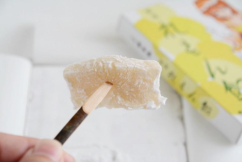 楊枝に刺したレモン飴