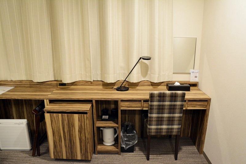アーバンホテル三木の机