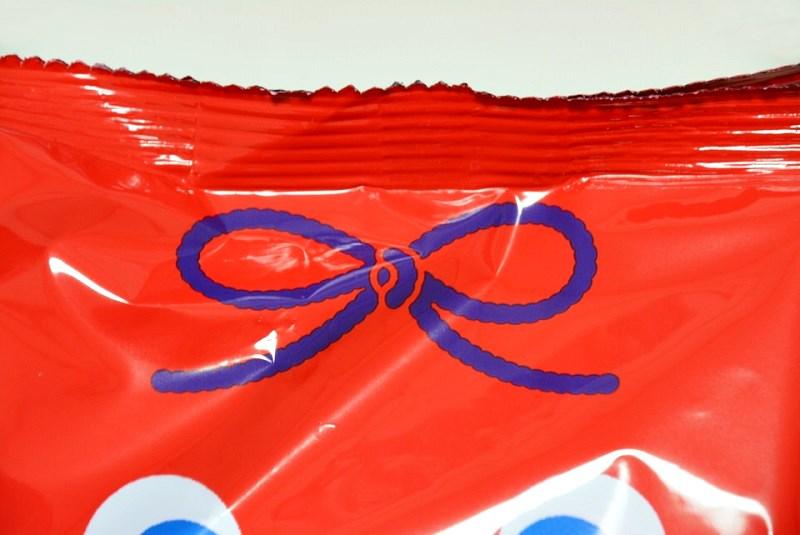 キャラメルコーン桔梗信玄餅味の青い紐