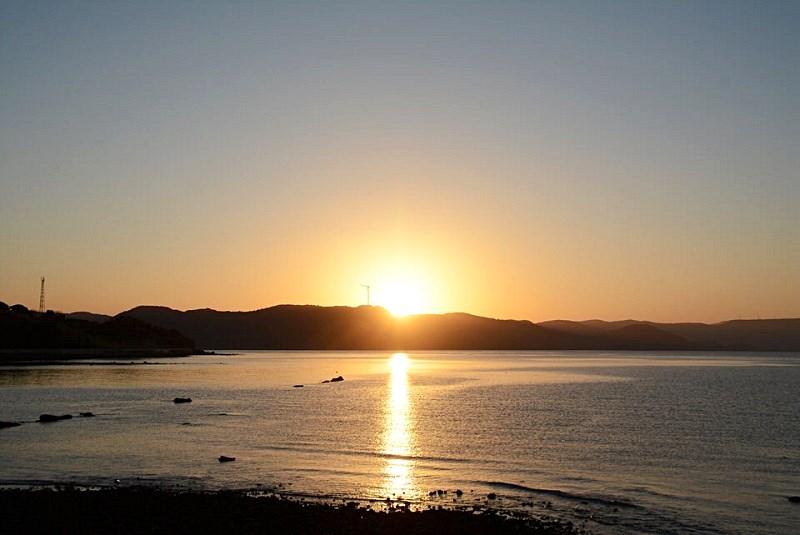 平戸市の千里ヶ浜海水浴場から見える日の出