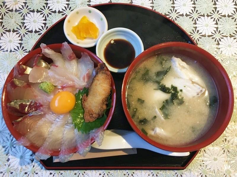 おくうらのあら汁付き海鮮丼