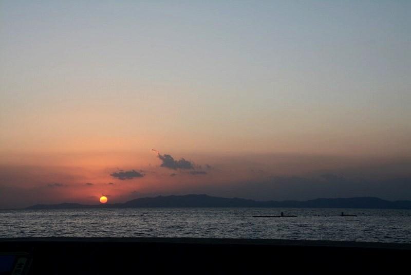 ほっとふっと105から見える橘湾に沈む夕日