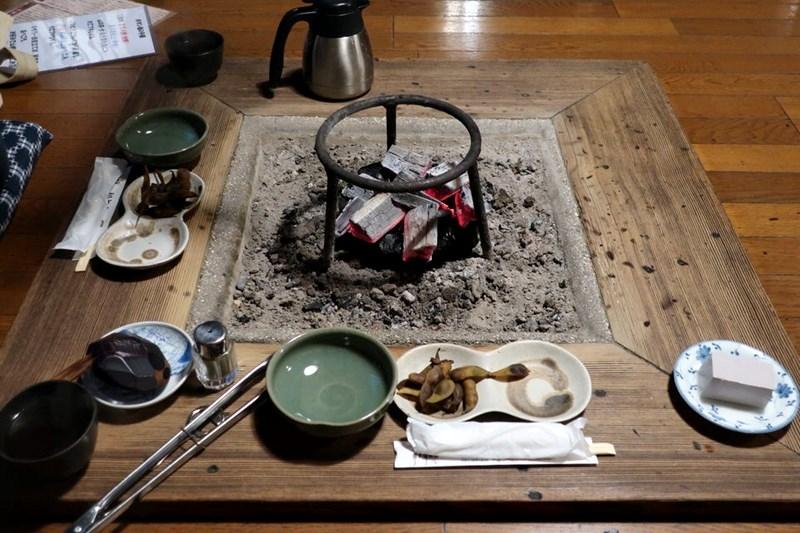 「いわや」の囲炉裏の写真