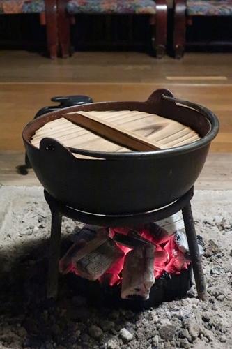 いわやの囲炉裏と鍋の写真