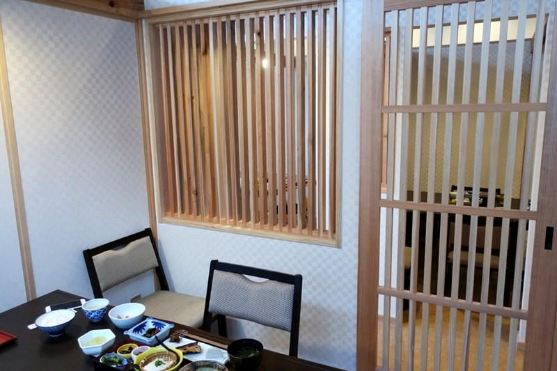 小浜「旅館ゆのか」の食事部屋(個室)の入口