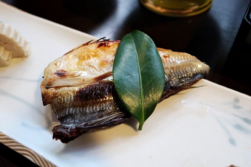 小浜「旅館ゆのか」の朝食メニュー(さばの焼き魚)