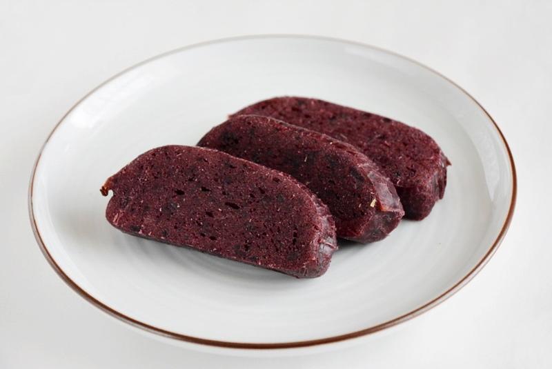 草加家のかんころ餅(紫芋)を焼いた写真