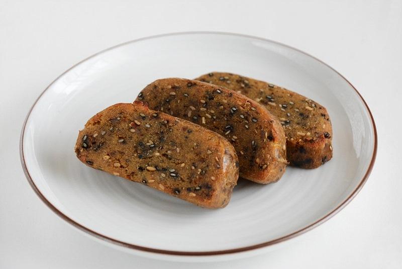 草加家のかんころ餅(ゴマ)を焼いた写真