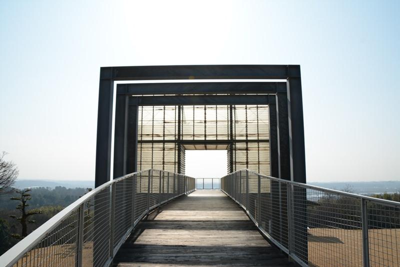 橋の展望台の入口