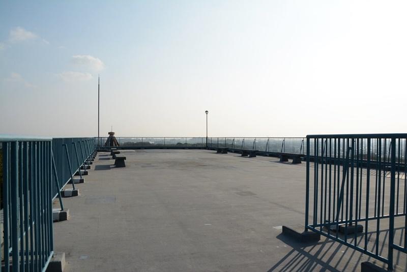 日岡山展望台の屋上の写真