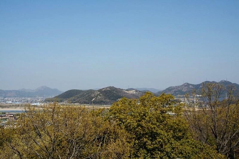 日岡山公園展望台から見える加西・加東の連山