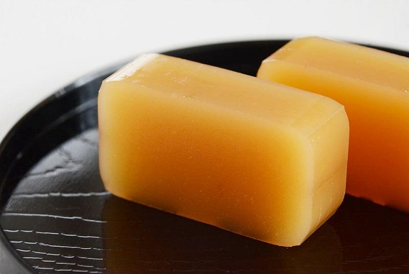 伊川製菓のみかん羊羹(ようかん)のアップ写真