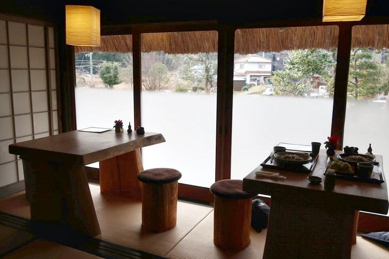 自然薯庵の縁側席の写真