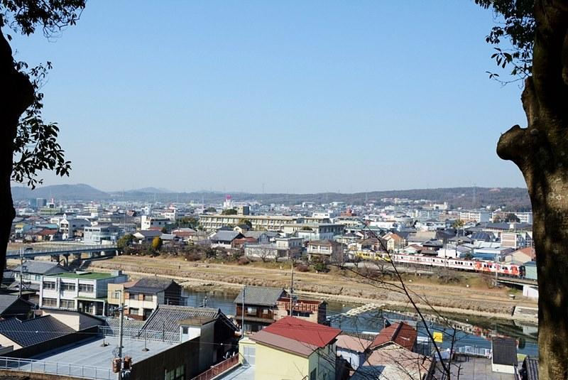 三木城跡から見える三木市の写真