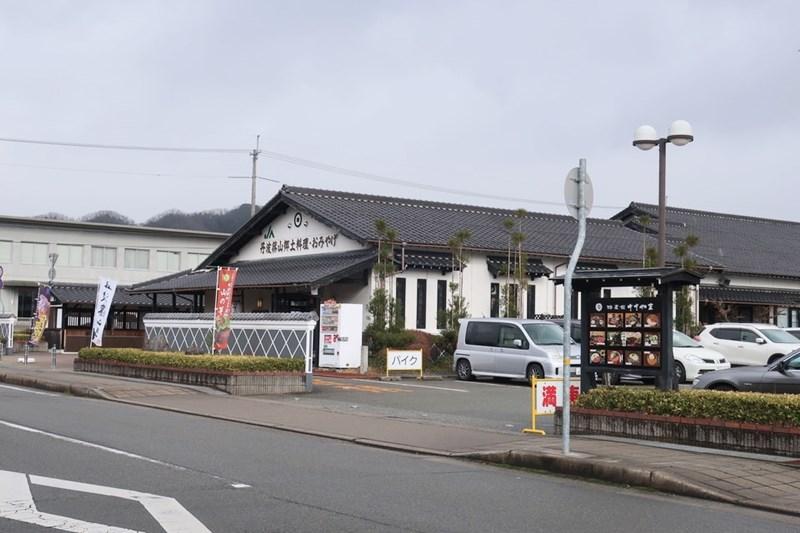 特産館ささやまの入口付近の写真