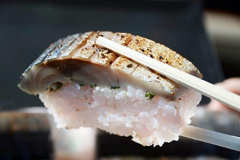 山本くんの焼き鯖寿し