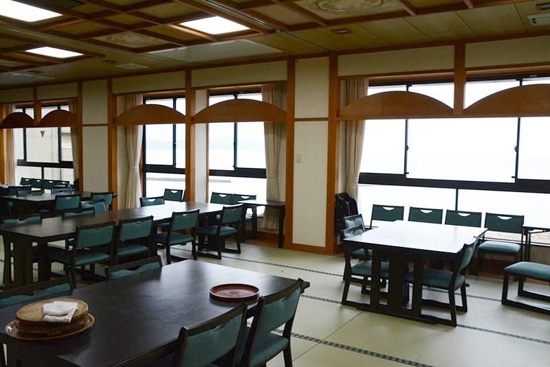 「料理旅館 夕日ヶ浦」の食事をする部屋の写真