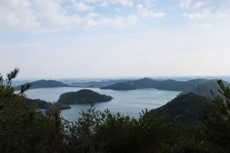 黒岩山から見える平荘湖
