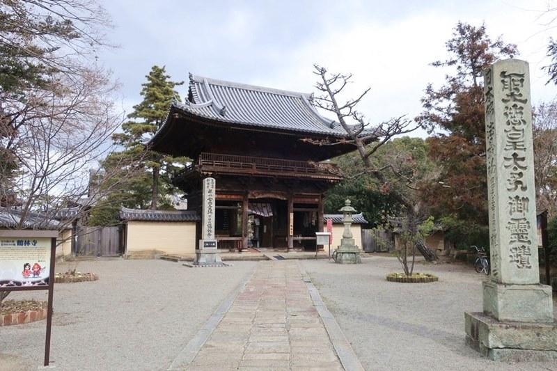 鶴林寺と聖徳太子御霊蹟の石碑