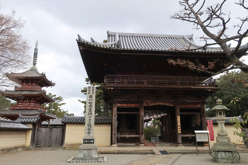 鶴林寺の正面入口