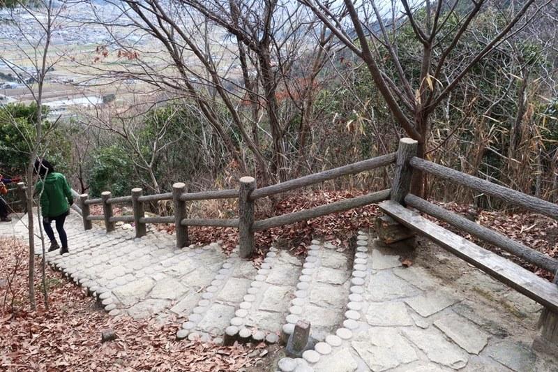 成井登山口から高御位山への道(階段)
