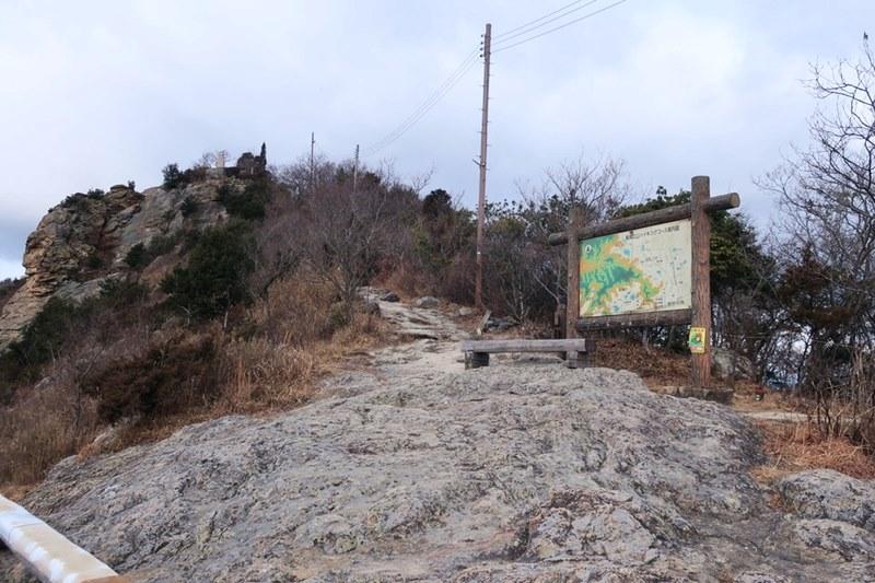 高御位山ハイキングコース案内図の付近