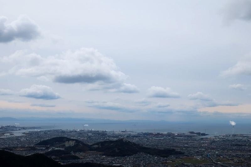 高御位山の上空に浮かぶ雲