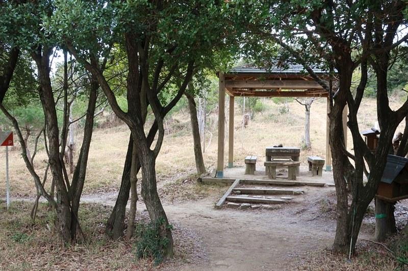 雄鷹台山の七合目付近にあるベンチ