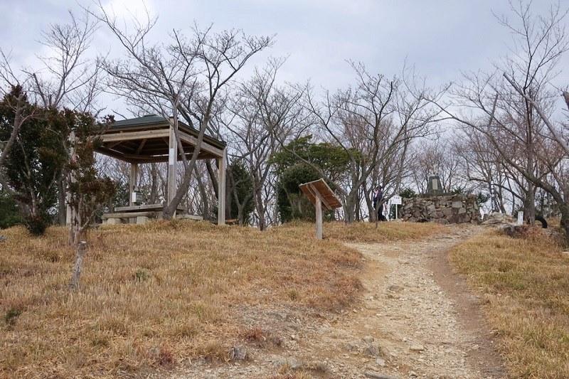 雄鷹台山の頂上付近