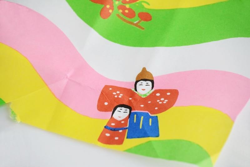 朔日餅(3月)よもぎ餅の包装紙に描かれている女児