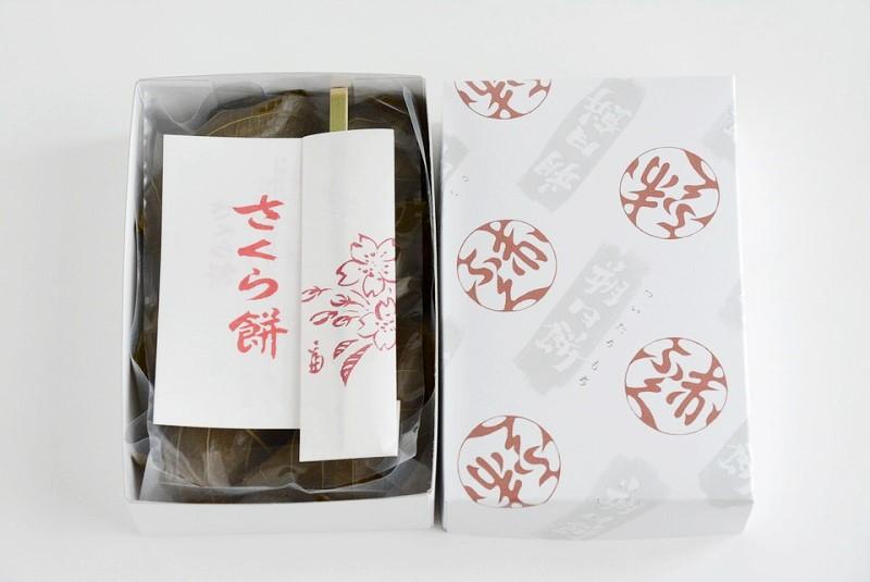 朔日餅(4月)さくら餅の開封写真