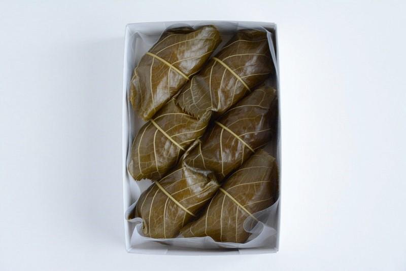 朔日餅(4月)さくら餅の箱の中身