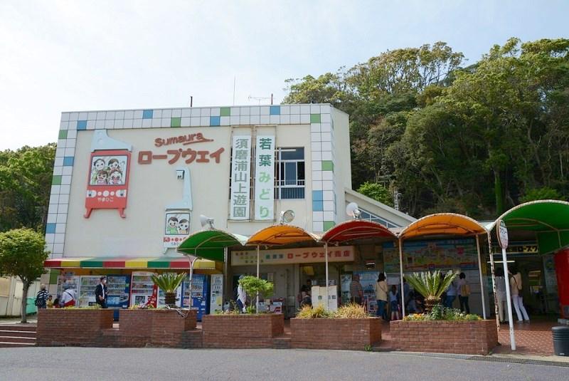須磨浦山上遊園の券売所とロープウェイ乗り場