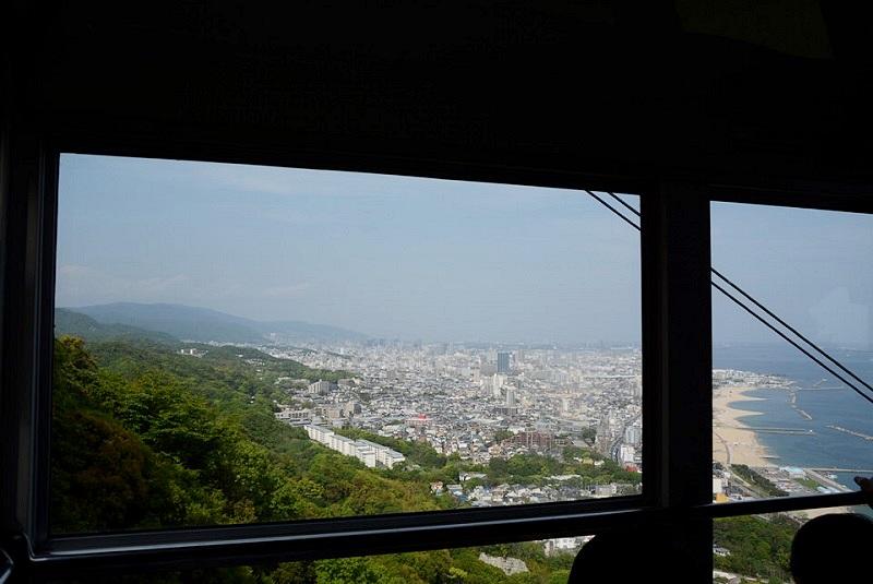 須磨浦山上遊園のロープウェイから見える風景