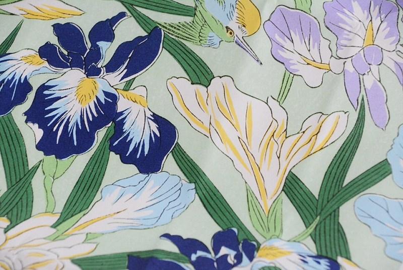 朔日餅(5月)かしわ餅の包装紙に描かれている菖蒲の花