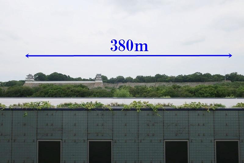 明石駅のホームから見える明石城