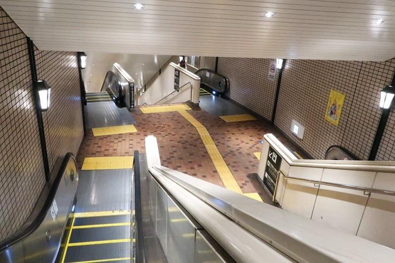 JR新神戸駅から神戸市営地下鉄方面へ向うエスカレーター