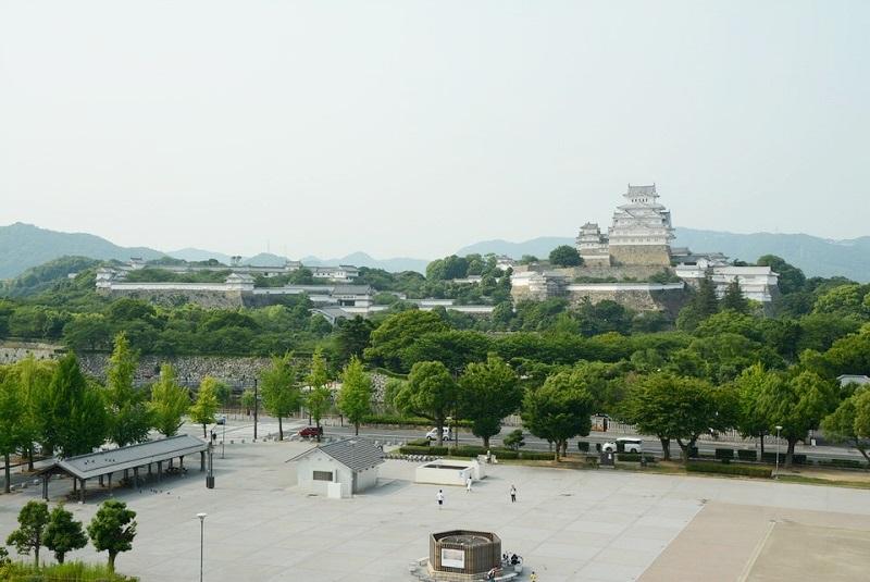 イーグレ姫路から見える大手前公園と姫路城